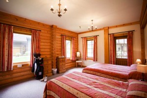 Log-Home-Master-Bedroom