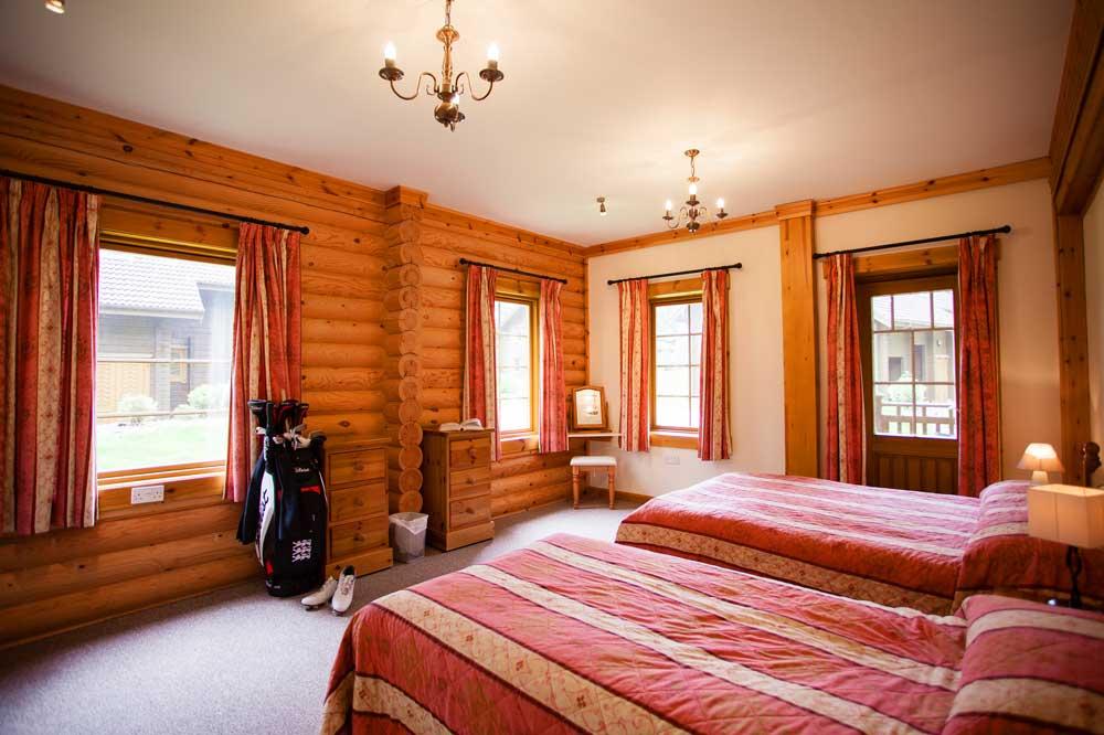 Log-Home-Master-Bedroom